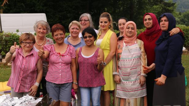 Frauen in Hietzing - Thema auf rockmartonline.com