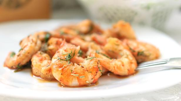 Fried black tiger prawns with herbs and spices.