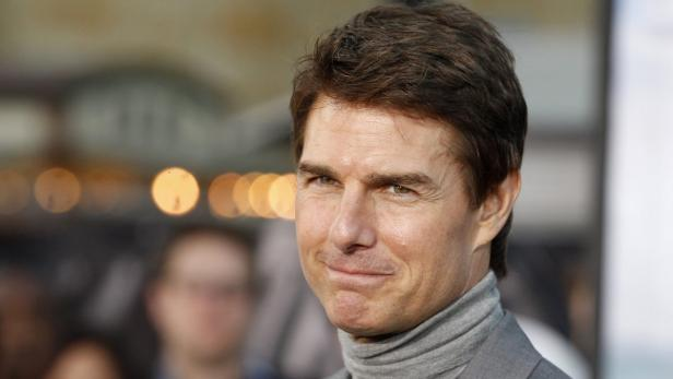 Actor Tom Cruise poses at the premiere of his new