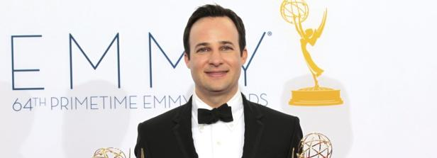 Kopie von Danny Strong holds the Emmy awards for outstanding