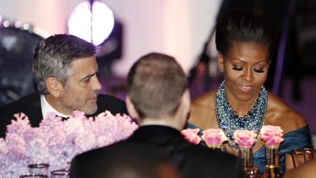 Clooney zu Gast bei Präsident Obama anlässlich eines Essens für den britischen Premier David Cameron.