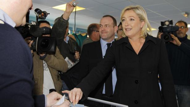 Marine Le Pen lag in den Umfragen kurz vor den Wahlen bei um die 16 Prozent.