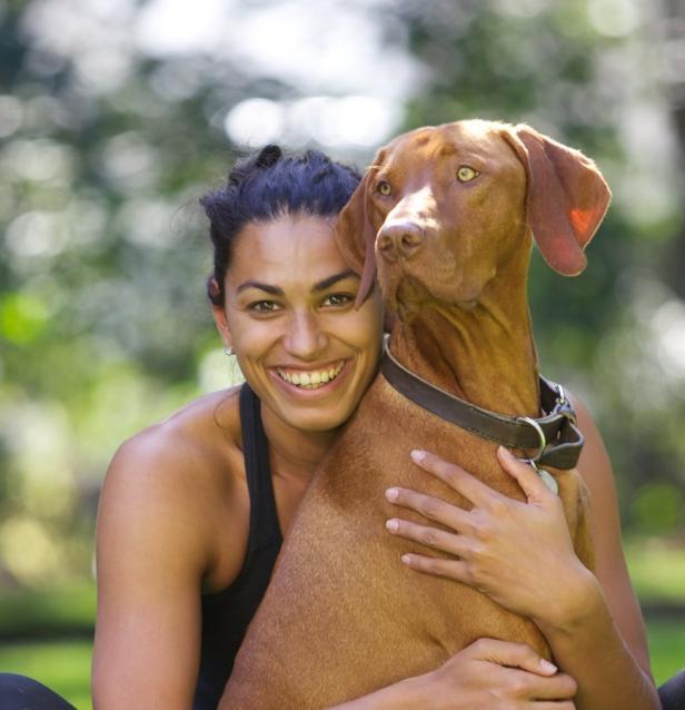 Fabienne Nadarajah mit Hund Pluto, Abdruck nur im …