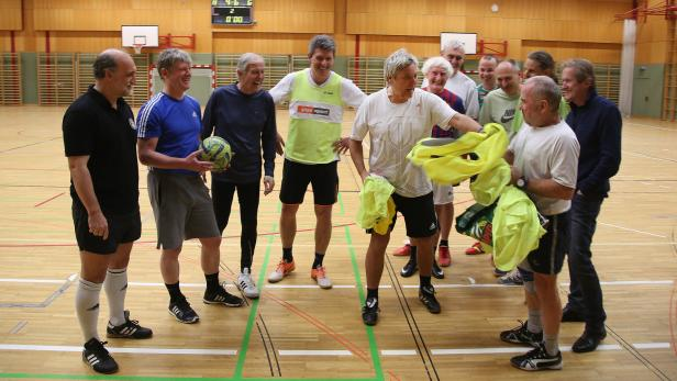 Männer-Reservate, Direktoren spielen Fussball…