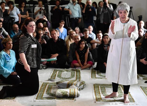 Ates in ihrer Moschee in Berlin