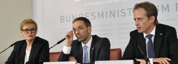 Bild: Generaldirektorin für die öffentliche Sicherheit, Michaela Kardeis, Innenminister Herbert Kickl (FPÖ), Peter Webinger, Leiter der Gruppe III/B für Asyl.