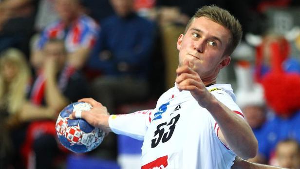 Nikola Bilyk geigt für Kiel auf.