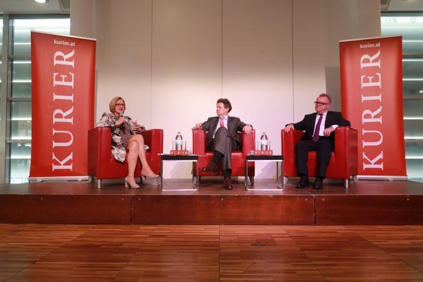 KURIER-Talk im Raiffeisen Forum: Landeshauptfrau Johanna Mikl-Leitner, Moderator KURIER-Herausgeber Helmut Brandstätter und Landeshauptmann Hans Niessl