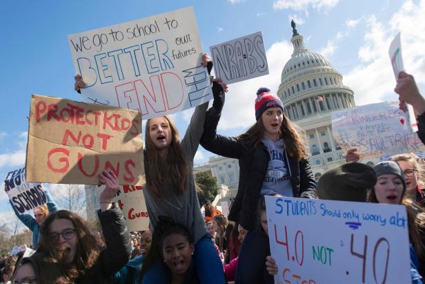 TOPSHOT-US-POLITICS-GUNS-SCHOOLS-PROTEST