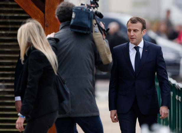 FRANCE-POLITICS-SOCIAL-MEDIA