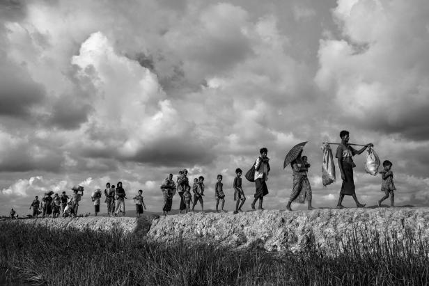 Second-placed series of images of World Press Photo 2018 contest  for General News Stories - Kevin Frayer, Getty Images - Rohingya Refugees Flee Into Bangladesh to Escape Ethnic Cleansing