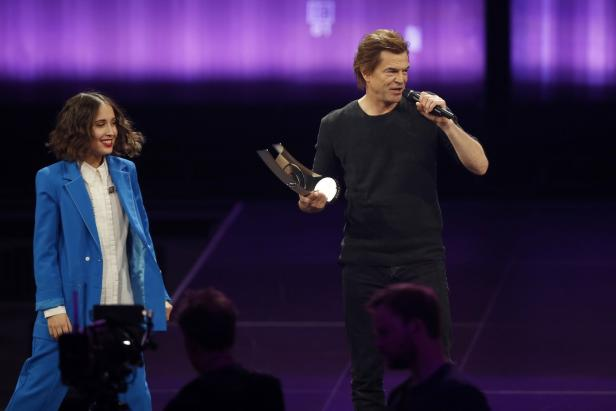 """Campino of the Toten Hosen receives the """"National rock"""" award from Merton during the 2018 Echo Music Award ceremony in Berlin"""