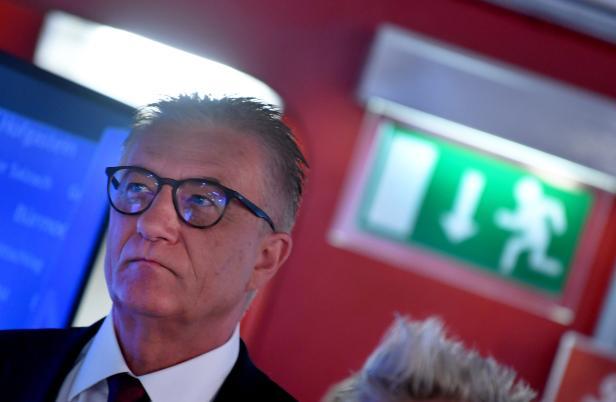 SALZBURG-LANDTAGSWAHL: STEI DL (SPÖ)) / WAHLZENTRUM..