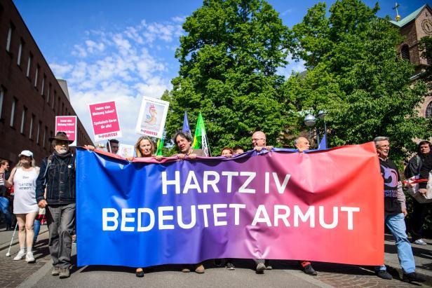 Demonstration von Hartz-IV-Kritikern