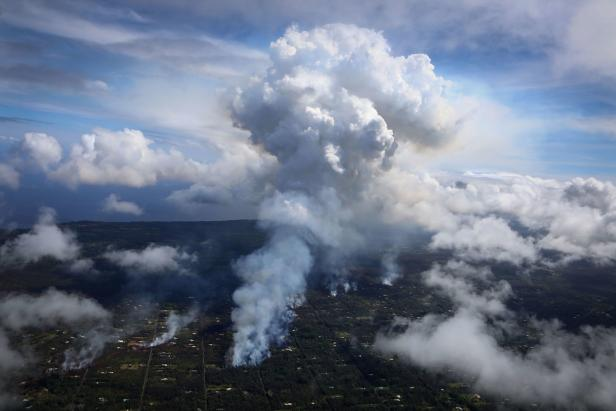 US-HAWAII'S-KILAUEA-VOLCANO-ERUPTS-FORCING-EVACUATIONS