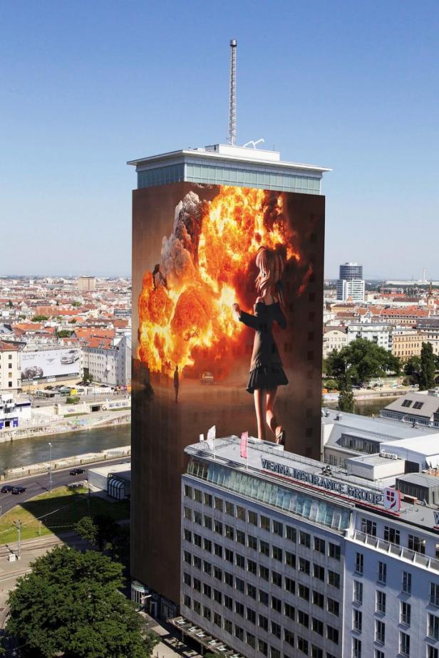 Gottfried Helnwein setzt mit Ringturmverhüllung 2018 Zeichen gegen Krieg und Terror