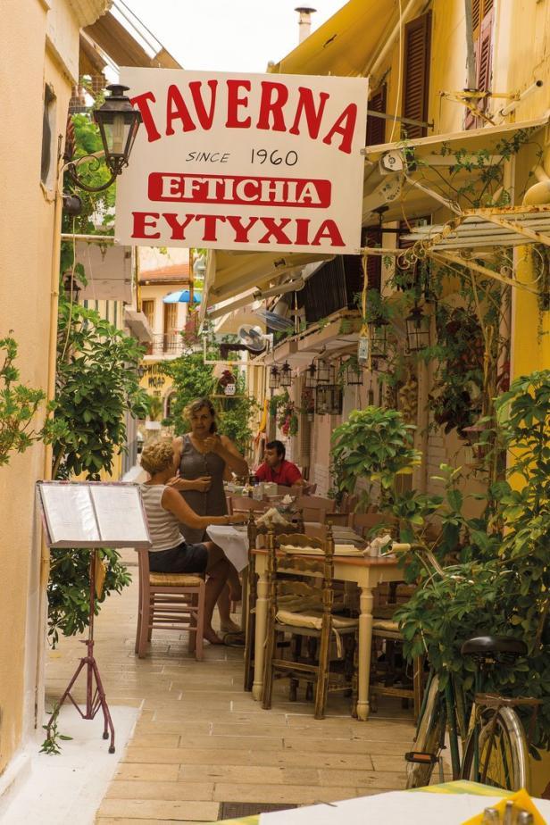 In den Tavernen wird hervorragende griechische Küche serviert