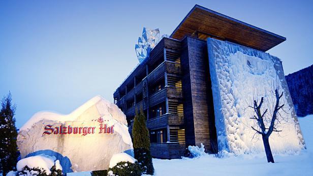 """Kuschelfertig eingerichtet: Die neu gestalteten Zimmer im """"Holzleo"""". Die Dekoration orientiert sich an den Schrotkopfzeichen, die im Pinzgau traditionell die Häuser beschützen sollen."""
