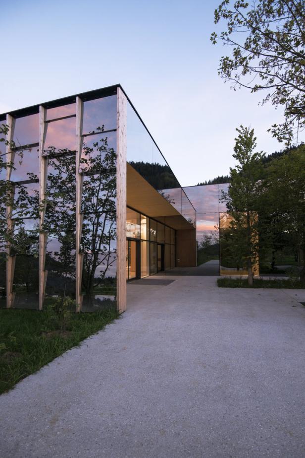 Grüne Erde Eröffnet Eine Neue Produktion Samt Besucherzentrum