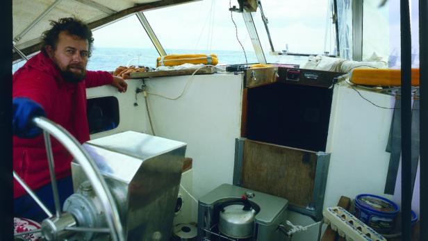 """Revolutionär: Bei der Atlantik-Überquerung mit der """"Thalassa"""" war Schenk einer der ersten, die sich einer Windsteueranlage bedienten."""