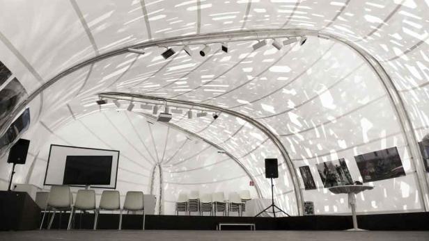 Stachelige Angelegenheit: Der mobile Kunstpavillon wurde aus 1500 Aluminiumstäben zusammengezimmert.