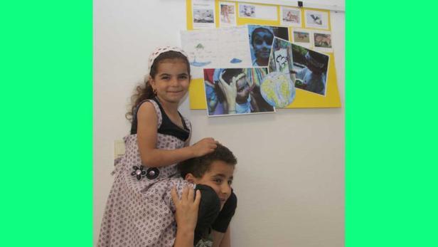 Salma zeichnet auch bei der Eröffnung der Ausstellung noch einmal