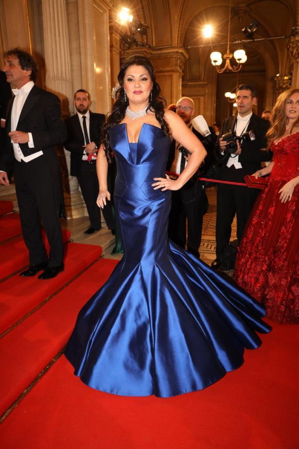 Opernball: Die Kleider der Promis und Politikerinnen