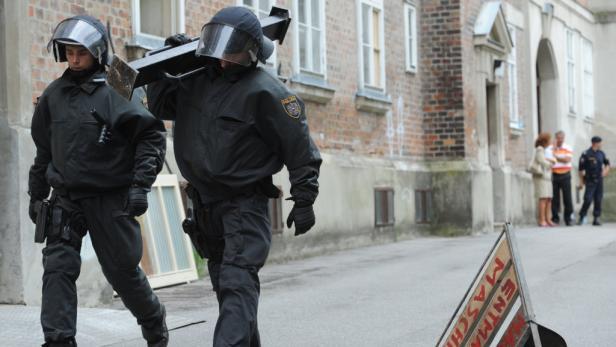Festnahmen gab es laut Polizei keine.