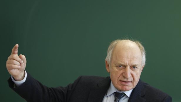 WIFO-Chef Karl Aiginger und IHS-Boss Bernhard Felderer (Bild) fordern von der Politik eine maßvolle Budget-Konsolidierung. Das Wachstum dürfe nicht abgewürgt werden.