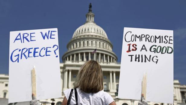 Demonstranten fordern eine rasche Einigung im Streit um die Sanierung des US-Budgets ein.