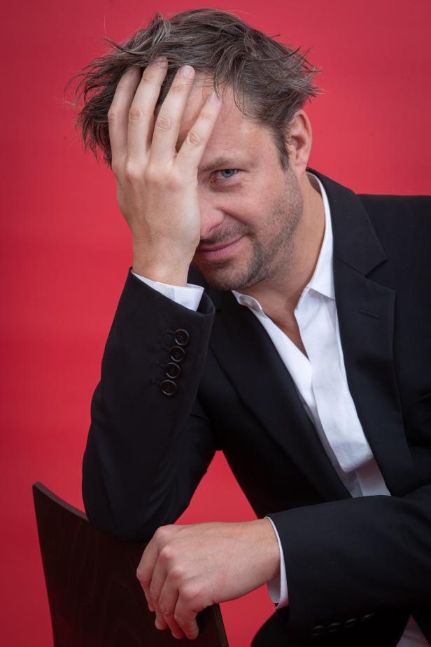 Darum Hat Philipp Hochmair Kaum Zeit F U00fcr Das Theater