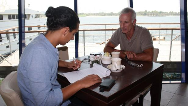 Sechs Jahre lang hat Eugen Adelsmayr in leitender Funktion in Spitälern in Dubai gearbeitet. Jetzt muss er um sein Leben bangen.