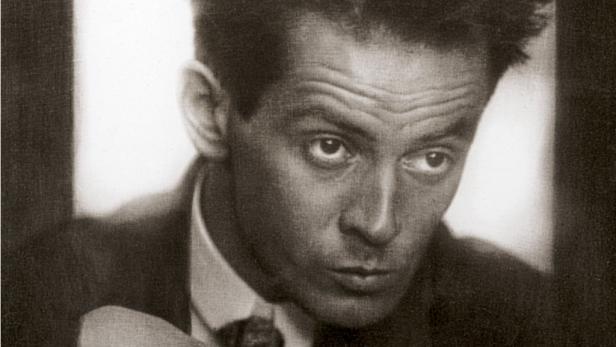 """Schieles """"Selbstbildnis mit Lampionfrüchten"""" aus dem Jahr 1912. Der österreichische Expressionist Egon Schiele starb 1918."""