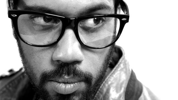 Samy Deluxe aus Hamburg ist auf seinem neuen Studioalbum wieder kritisch unterwegs. An die Qualität vergangener Alben reicht es aber nicht heran.
