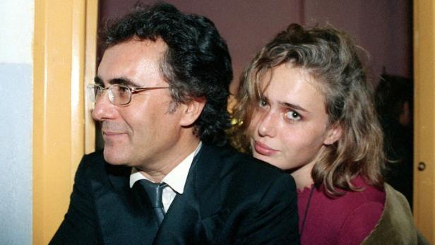 Das undatierte Archivbild zeigt Ylenia Carrisi (r) mit ihrem Vater Al Bano.