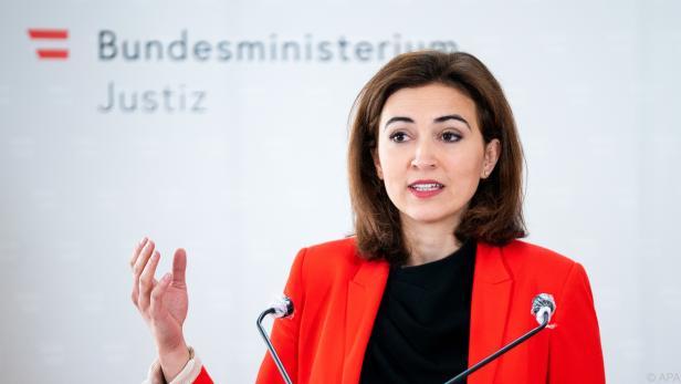 Zadic leitet eine Initiative kontra Korruption in die Wege