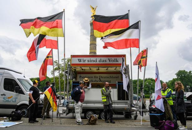 GERMANY-HEALTH-VIRUS-PROTEST-FAR RIGHT