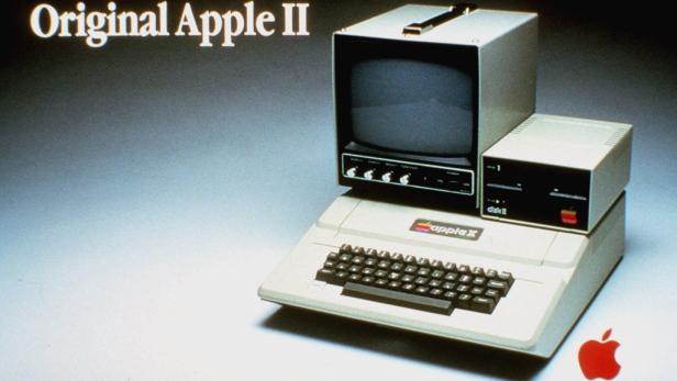 Steve Jobs (re.) und sein Nachfolger Tim Cook (li.).