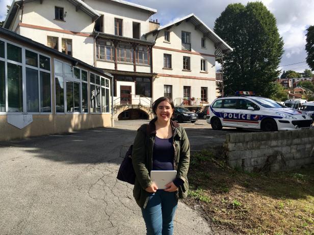 lm_vor_ehemaligen_heim_villa_helvetia_heute_polizei.jpg