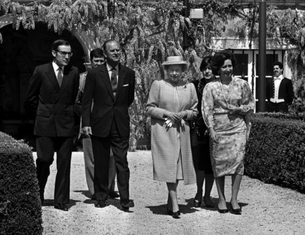 Prince Philip dies