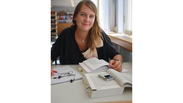 """""""In der Bibliothek lernt es sich einfach am besten."""" Cosima Patek, Jus-Studentin"""