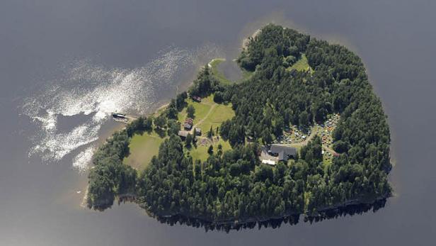 Breivik zeigt sich kooperativ. Gewissensbisse lässt er auch bei der Rückkehr zum Tatort vermissen.