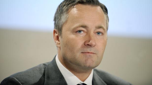 Telekom-Chef Hannes Ametsreiter kann sich bei seinen Vorgängern in der Chefetage bedanken: Er muss zahlreiche unsaubere Geschäfte aus der Vergangenheit bereinigen.