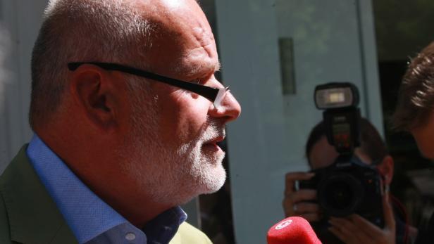 """Karl-Heinz Grasser wurde im Jahr 2010 von der """"Sondereinheit für Observierung""""(SEO) im Innenministerium umfassend überwacht, ebenso sein Kompagnon Meischberger und Immobilienmakler Plech."""