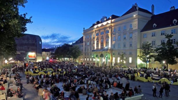Neuer Leiter des Wiener MuseumsQuartiers wird Christian Strasser (im Bild bei einer Besichtigung der Baustelle des neuen Ars Electronica Centers in Linz).