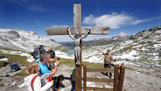 So Schnee ist Österreich: Chef-Ranger Ferdinand Rieder zeigt, wo es im Hochgebirge lang geht. Der geprüfte Bergführer ist seit 35 Jahren auch beruflich in den Tauern zu Haus'.