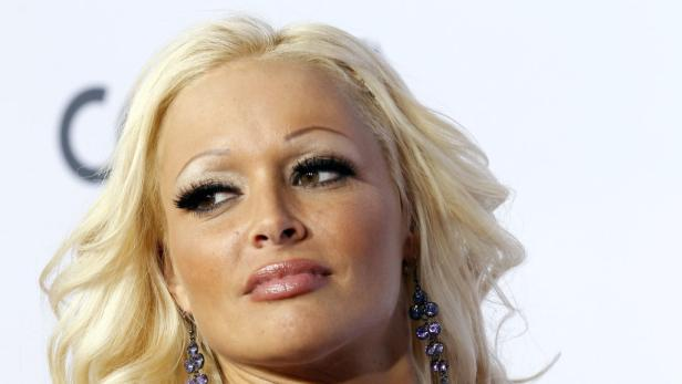 """Model Gina-Lisa Lohfink und Moderator Carsten Spengemann zog es neben anderen TV-Promis auf die """"Die Alm""""."""