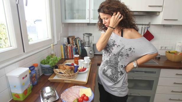 """Bildhaft erzählt Pia Baresch beim Frühstück mit Schinken, Käse, Kornspitz und Cappuccino auf der Dachterrasse über ihr erstes Casting für """"Ich gelobe"""""""