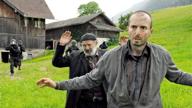Ein Schuss, der beinah nach hinten losgegangen wäre: Pfurtschi (Alexander Mitterer, re.) verliert die Nerven, doch die von Moritz Eisner (Harald Krassnitzer) sind wie aus Stahl.