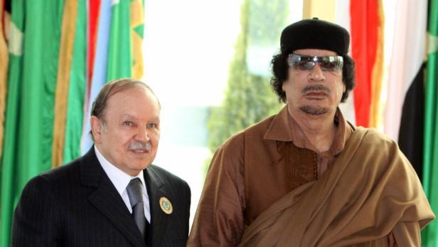 Nicolas Sarkozy begrüßt den Vorsitzenden des libyschen Übergangsrats Jibril. Der französische Präsident genießt seine Rolle als Geburtshelfer des neuen Libyen.
